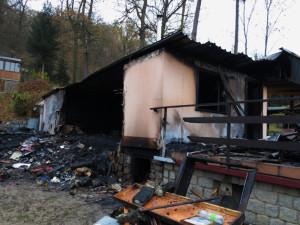 Vyhořelá chata, foto: HZS JMK