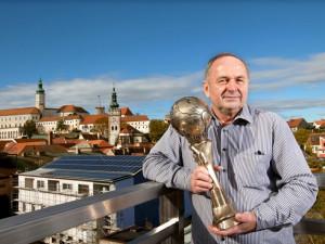 Jiří Marian s cenou pro vítěze E.ON Energy Globe Award ČR 2013