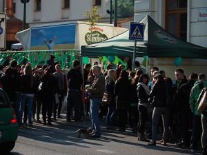 Zelené pivo přilákalo na Moravské náměstí stovky Brňanů, foto: Brněnská Drbna, Miroslav Toman