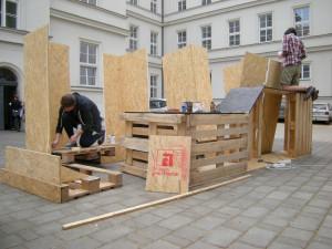 Stavba pavilonu na dvoře Fakulty architektury probíhala formou studentského workshopu, foto: Pavel Stříteský