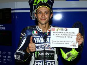 Účastníky loňského rekordu pozdravil v přímém přenosu i Valentino Rossi