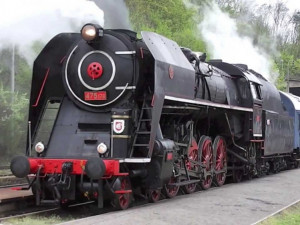 Expres Sv. Jiří v čele s parní lokomotivou Šlechtična 475.179, foto: youtube.com