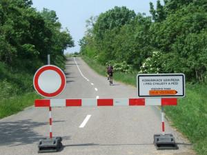 Uzavřená silnice mezi D. Věstonicemi a Pavlovem