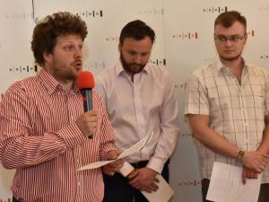 Matěj Hollan představuje projekty sociálního začleňování, zdroj: MMB
