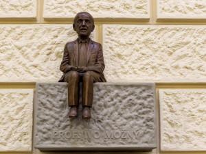 Soška Iva Možného od sochaře Jiřího Sobotky