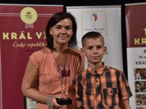 Hana Plačková se synem převzali cenu Krále vín