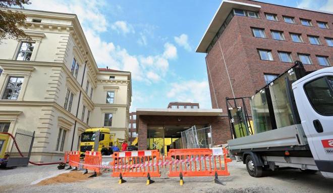 Na filozofické fakultě v Brně končí rekonstrukce, má nový vstup