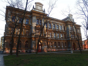 Bývalá škola na Šujanově náměstí