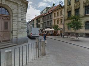 Vjezd do Jakubské ulice vedle školy