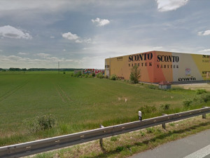 Mezi obchodem Sconto a dálnicí D2 postaví developer další obchoďák