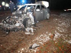 Řidič po hodě zapálil své auto na okraji Brna