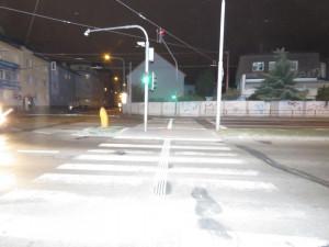 Na přechodu pro chodce srazilo auto ženu, policisté hledají svědky