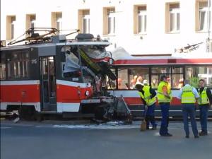 Následky nehody na Křenové ulici
