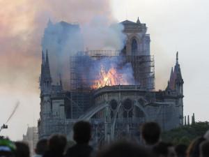 Hořící katedrála Notre-Dame