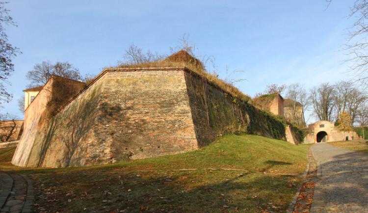 Osmnáctiletá dívka šplhala v noci po hradbách Špilberku. Zmatená ani nevěděla, ve kterém městě je