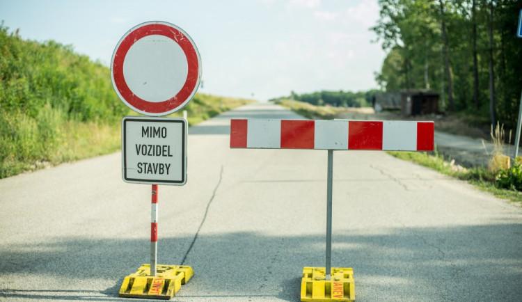Město postaví novou silnici, aby zpřístupnilo Komínské louky