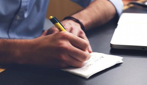 ANALÝZA: Lidé v Česku letos v práci promrhají 65 minut denně