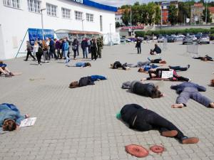 Protestní happening proti veletrhu IDET