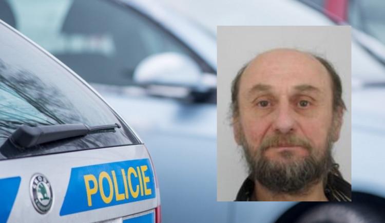 Policisté pátrají po starším muži, nikdo o něm už dva týdny nic neví