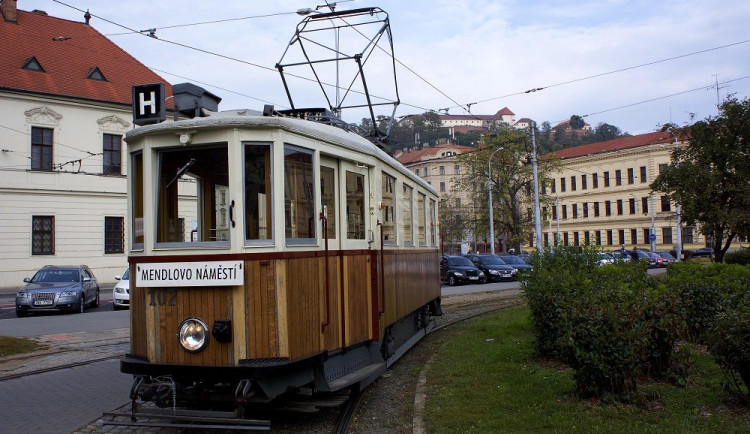 Brněnskými ulicemi se od soboty opět prohání historické šaliny na linkách H4 a H24