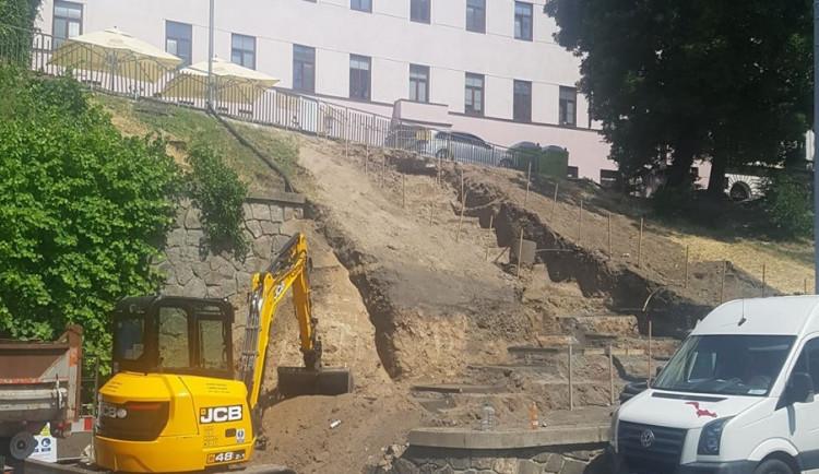 Z vyšlapané pěšiny schodiště za pět milionů korun. Brňané se konečně dočkají vytoužených schodů na Baštu