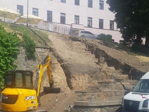 Stavba nového schodiště mezi ulicí Nádražní a Denisovými sady