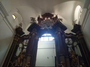 Trhliny v kostele sv. Máří Magdalény