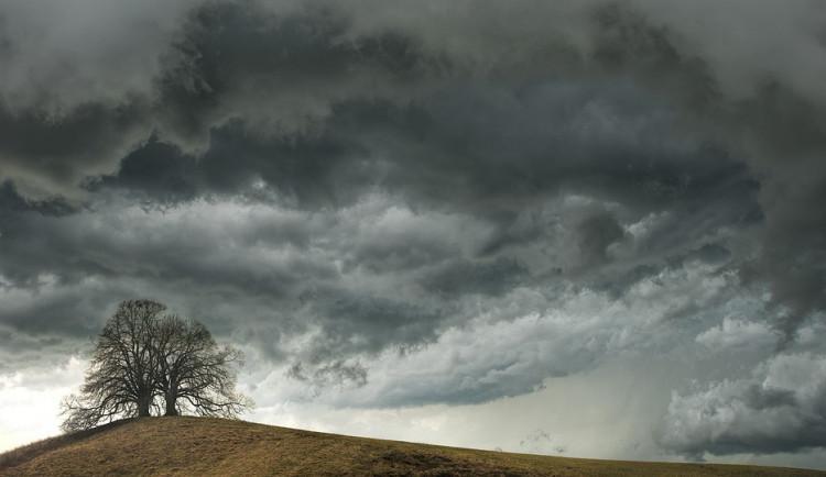 POČASÍ NA NEDĚLI: Konec týdne na jižní Moravě proprší, můžeme čekat přeháňky, ale i bouřky