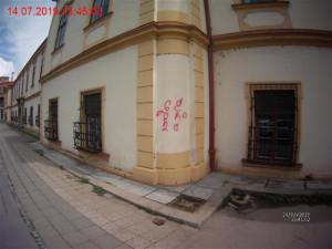 Sprejerovi nápisy v ulici Lazaretní