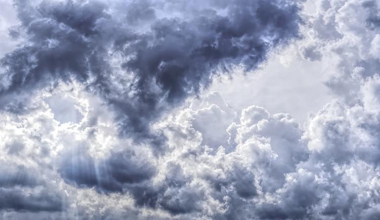 POČASÍ NA PONDĚLÍ: Obloha nad jižní Moravou bude oblačná, během dopoledne se objeví i mlhy