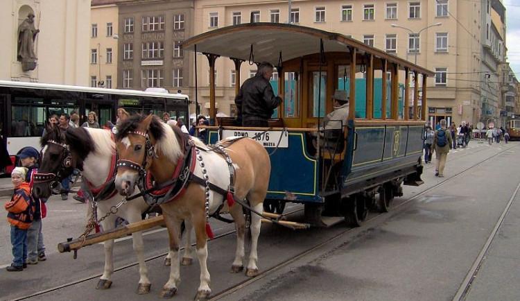 Tramvaj koňka 150 let od premiéry opět projela brněnskými ulicemi