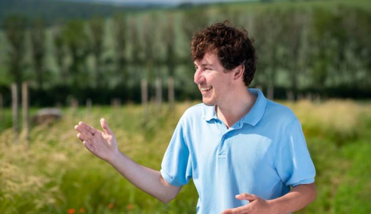 Botanik se rozhodl proměnit zemědělskou krajinu Hodonínska. Do Blatničky vrací život