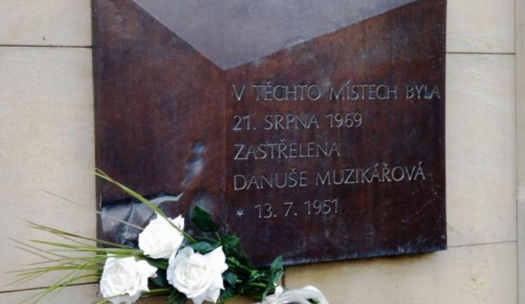 Danuše Muzikářová a Stanislav Valehrach. Přesně před 50 lety zastřelili v Brně milicionáři dva mladé lidi