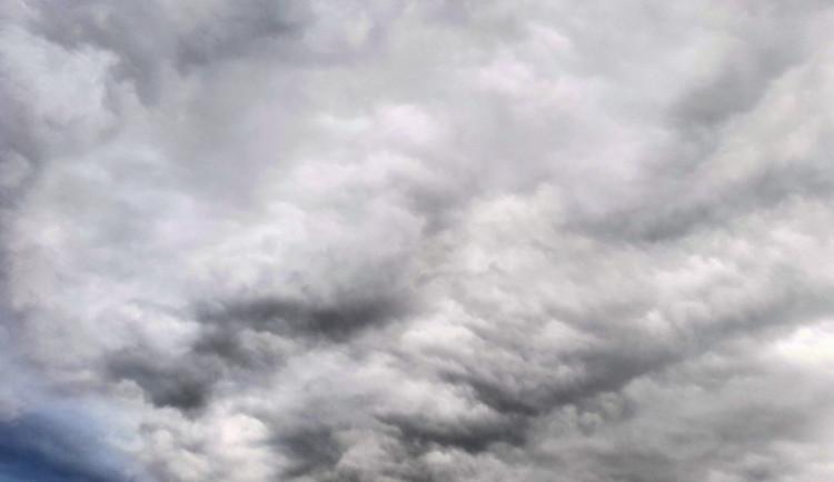 POČASÍ NA STŘEDU: Na jižní Moravě dnes slunce nevykoukne. Čekají nás přeháňky