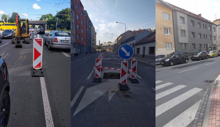 Kvůli stoleté kanalizaci na Tržní hrozil propad silnice. Dělníci ji opravovali při plném provozu