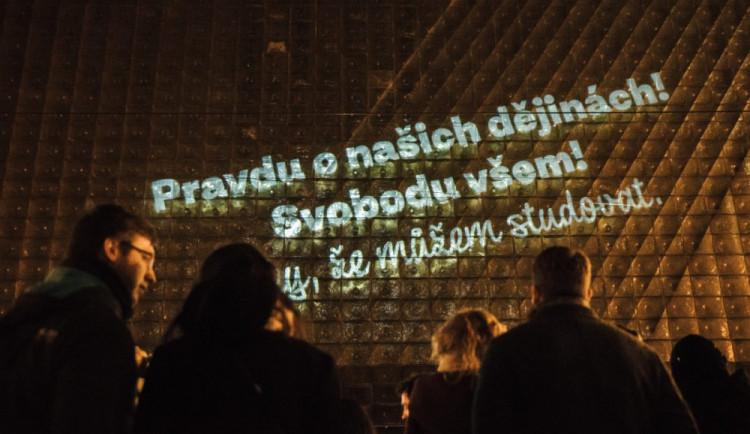 Brněnská divadla si nasvícením připomenou třicet let od pádu komunistického režimu v Evropě