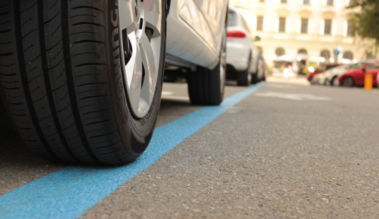 Město zahájilo kampaň k novému systému rezidentního parkování. Změny začnou platit 30. září
