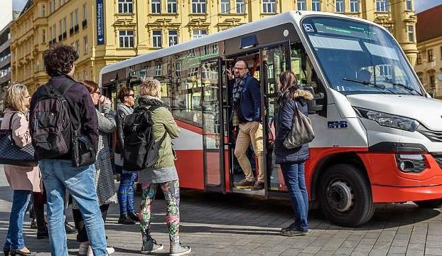 Minibus bude jezdit po Ústředním hřbitově i o Dušičkách