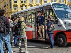 Minibus bude jezdit bezplatně i o Dušičkách
