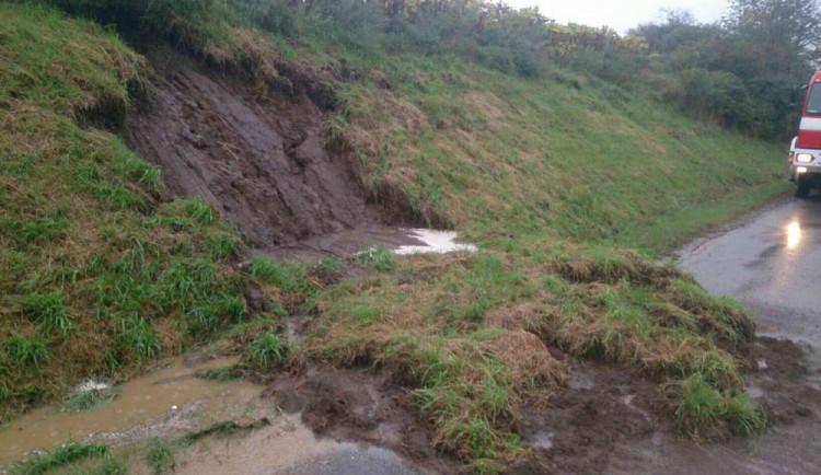 FOTO: Silný déšť potrápil obyvatele Bučovic a okolí, na ulicích zůstaly nánosy bahna