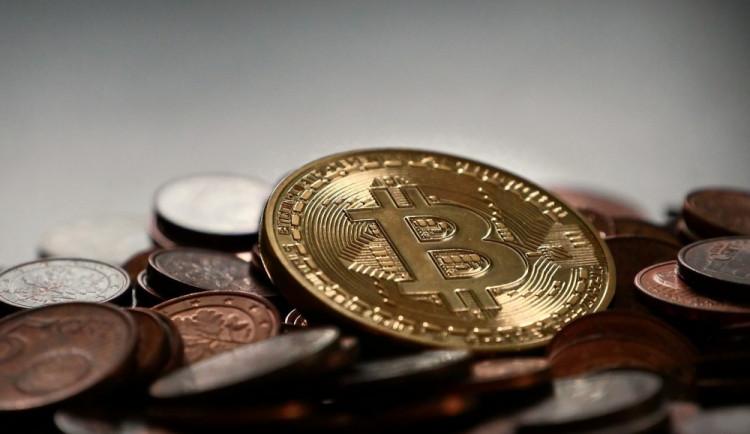 Muž podle soudu v Brně ukradl bitcoiny za miliony, dostal devět let vězení