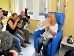 Pacientka používá vaporizér v nemocnici u sv. Anny
