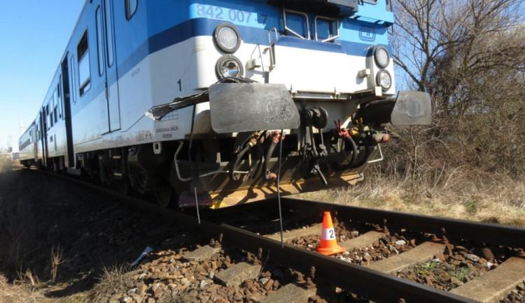 Vlak u Mikulčic na Hodonínsku přejel člověka, ten na místě zemřel