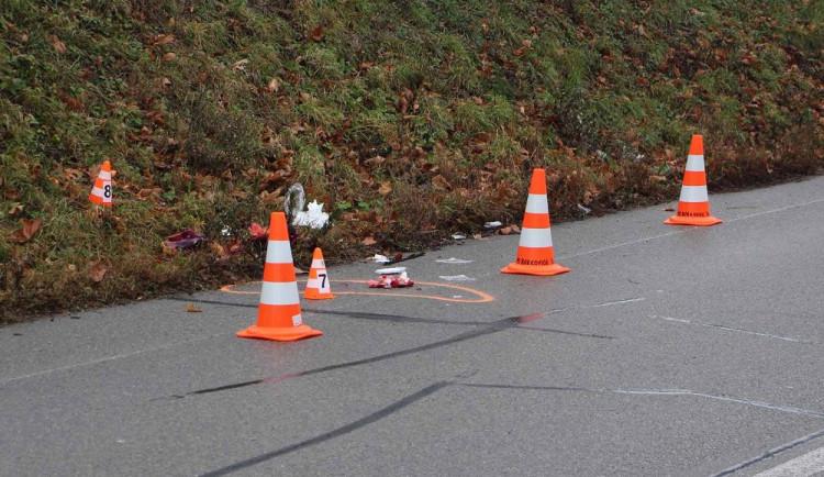 Žena vstoupila do silnice přímo před kamion, na místě zemřela