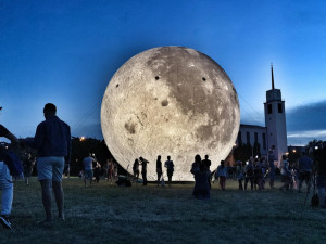 Nafukovací Měsíc na Kraví hoře