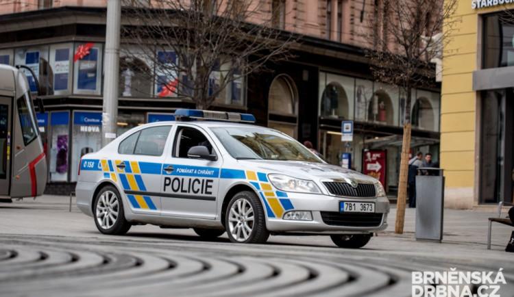 V nočním Brně řádili zloději. Okrádali spící lidi v rozjezdech a v centru města