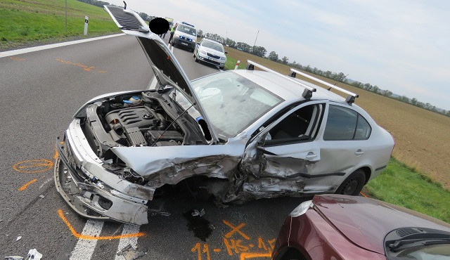 FOTO: Ráno mu policisté zakázali řídit, odpoledne zavinil nehodu pěti aut