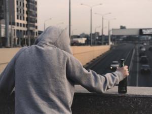 Opilého muže převezli strážníci na záchytnou stanici