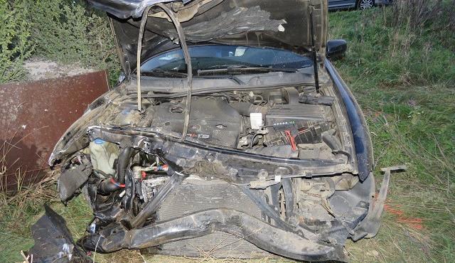 FOTO: Řidič Seatu nezvládl řízení a vylétl ze silnice, hodinu po nehodě nadýchal tři promile