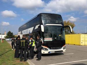 Jednalo se o dvoupatrový autobus mezinárodní linky.